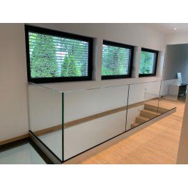 balustrada szklana na basen